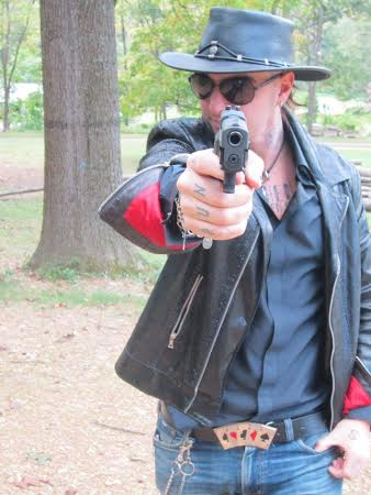 Costume Guns Roses Set rocker anni/'80 Slash Cappello Capelli T-shirt Chitarra Collana